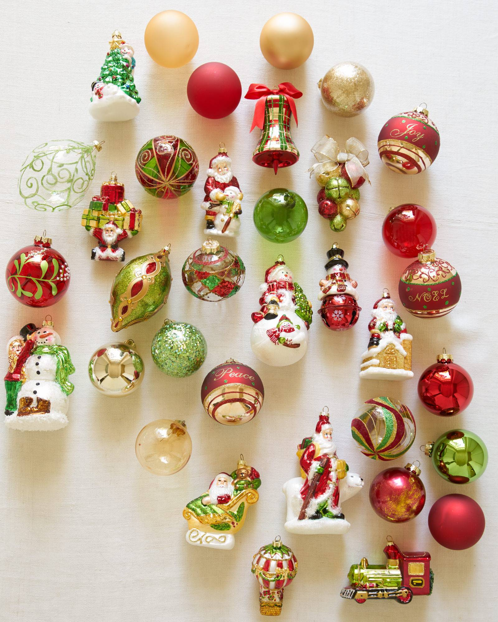 Holly christmas ornaments - Close