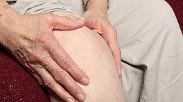 Grabbing a swollen knee