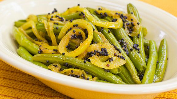 Bowl of green beans with mustard seeds
