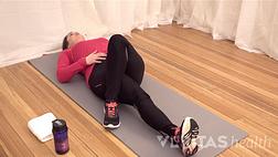 做仰卧状痛苦的妇女的妇女的图象坐sciatica痛松