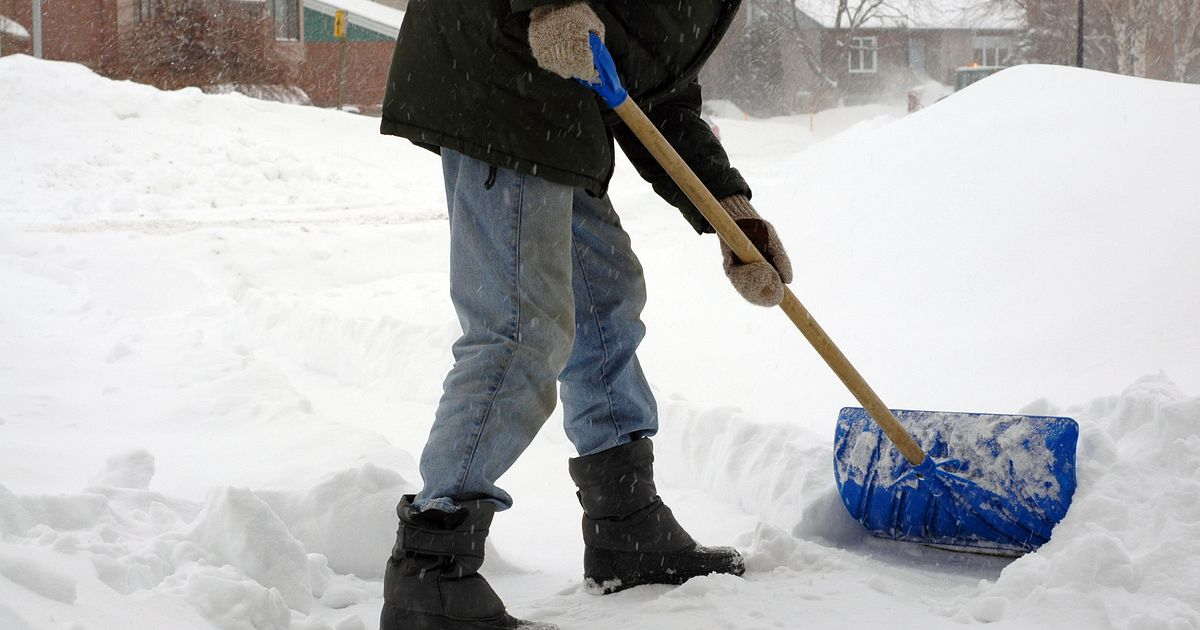 5 Snow Shoveling Tips To Help Prevent An Injury