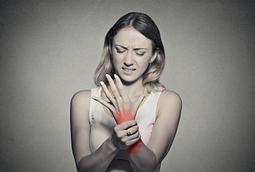 distal radius fracture symptoms