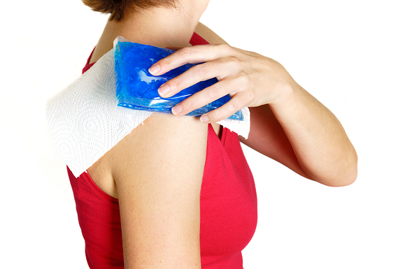ice pack on shoulder