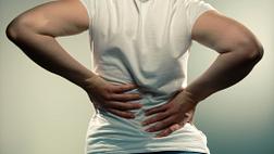 女人背部疼痛