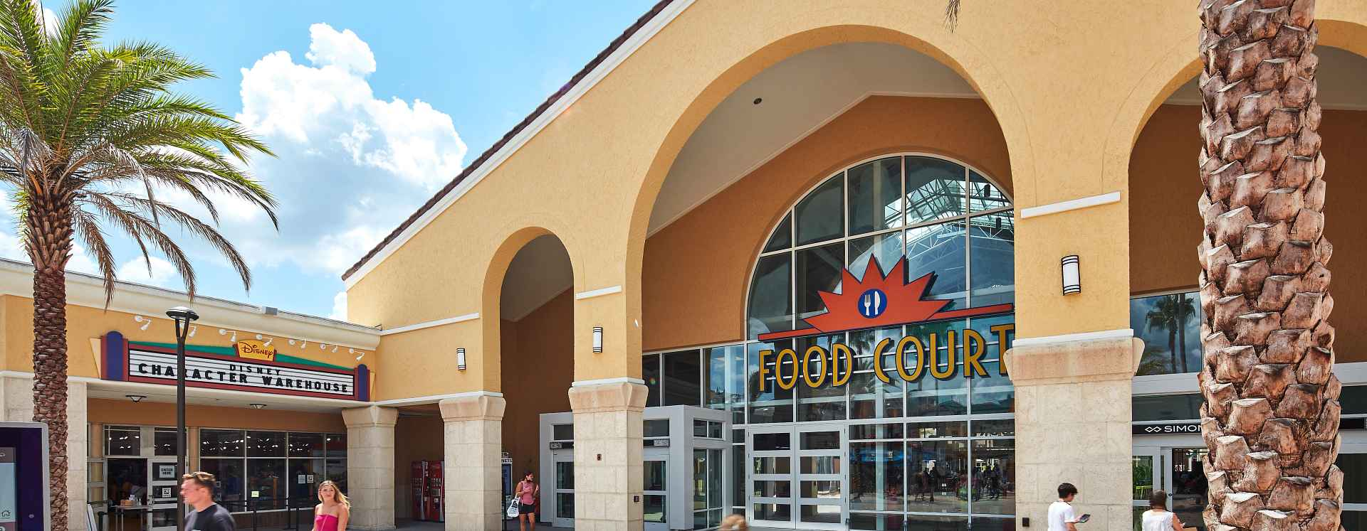 Stores and playground at Orlando Vineland Premium Outlets