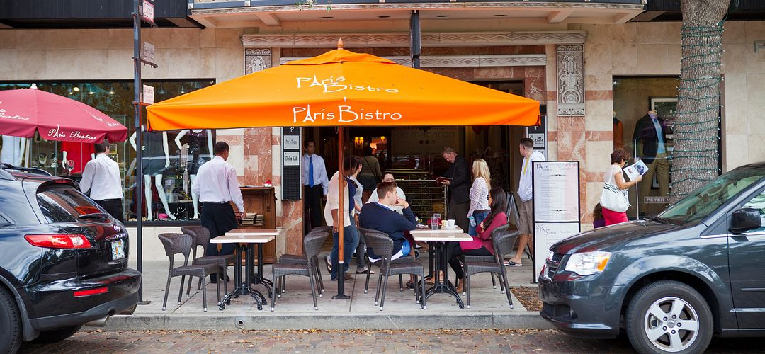 Al-fresco dining at Paris Bistro, with Shops on Park in the background, on Park Avenue in Winter Park