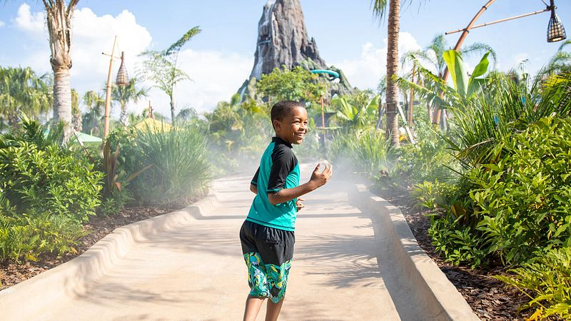 A kid on the Hon Ika Moana walkway walking towards the volcano