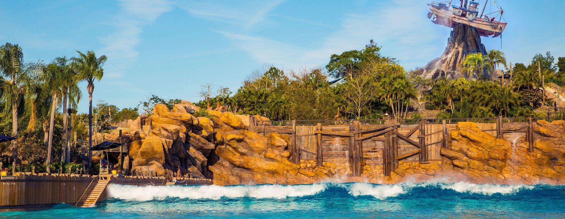 Piscina en el parque acuático Typhoon Lagoon en Disney