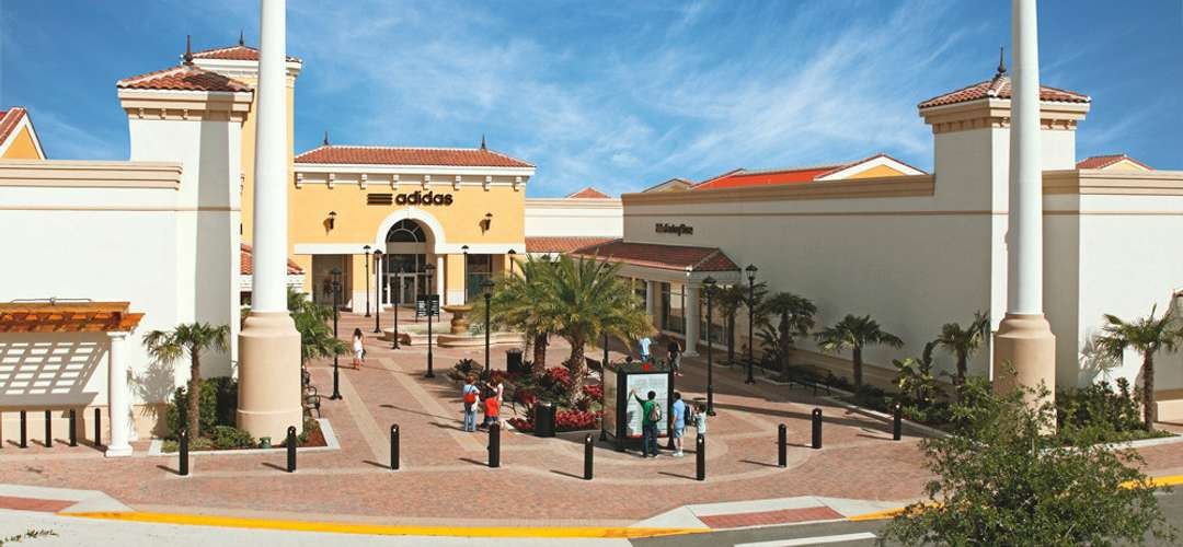 Entrada da Adidas no Orlando International Premium Outlets