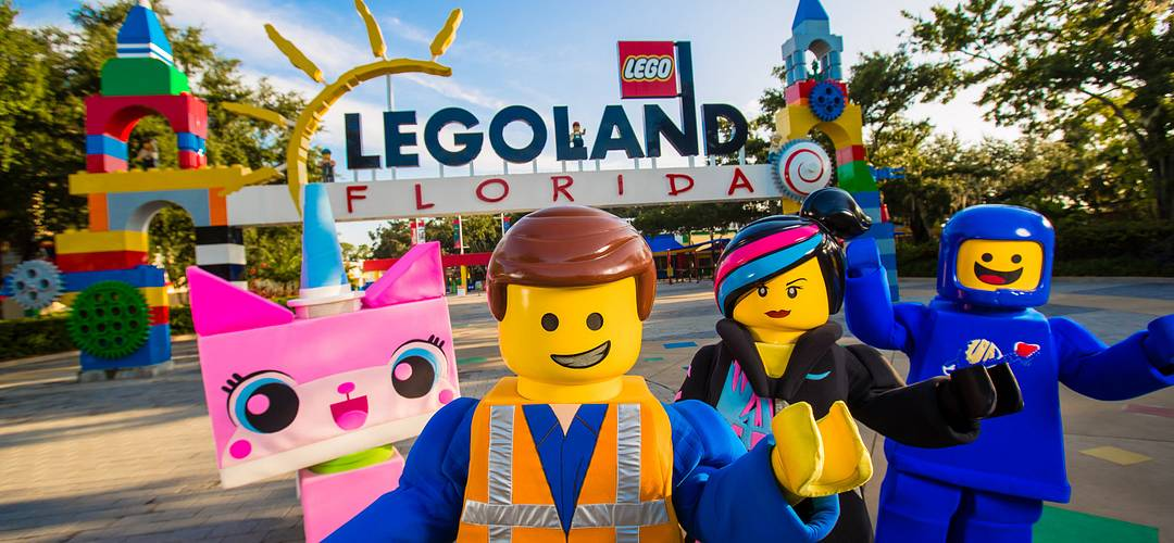 Characters from THE LEGO MOVIE WORLD at the entrance to LEGOLAND Florida Resort