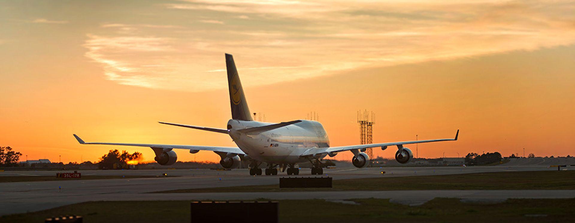 Avião no aeroporto de Orlando