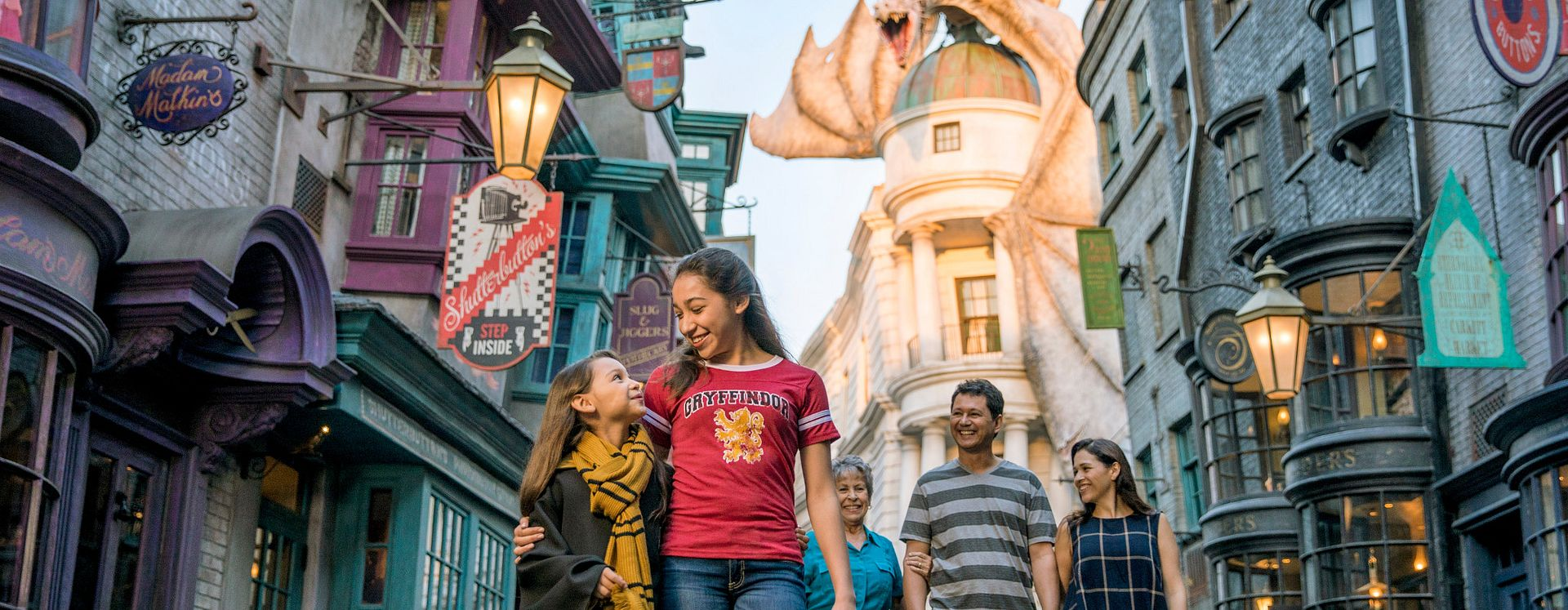 Girl with family at the Wizarding World of Harry Potter