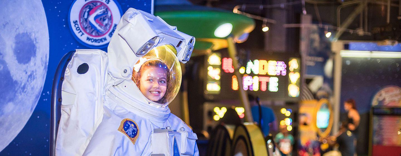 8942_girl_astronaut.jpg