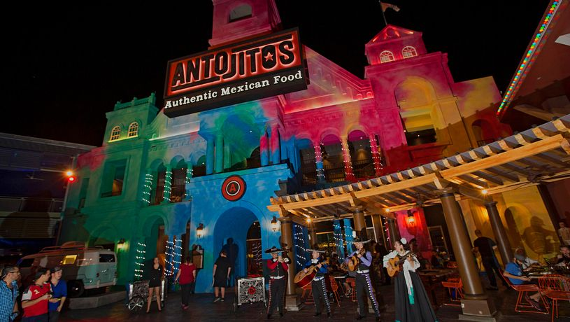 Antojitos exterior and mariachis performing outside