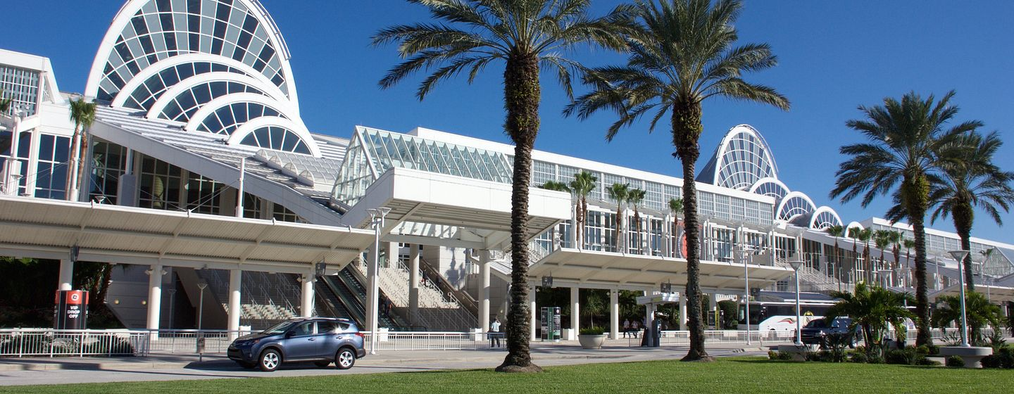 Parte frontal exterior del Orange County Convention Center