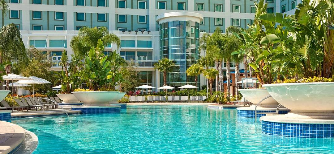 área de piscina del hotel Hilton Orlando