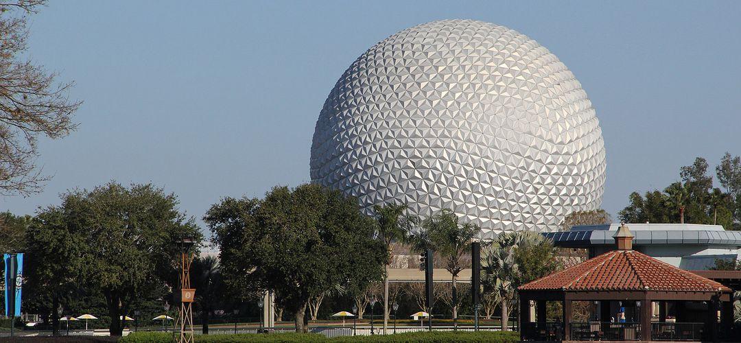 Vista da Spaceship Earth no Epcot do Walt Disney World.