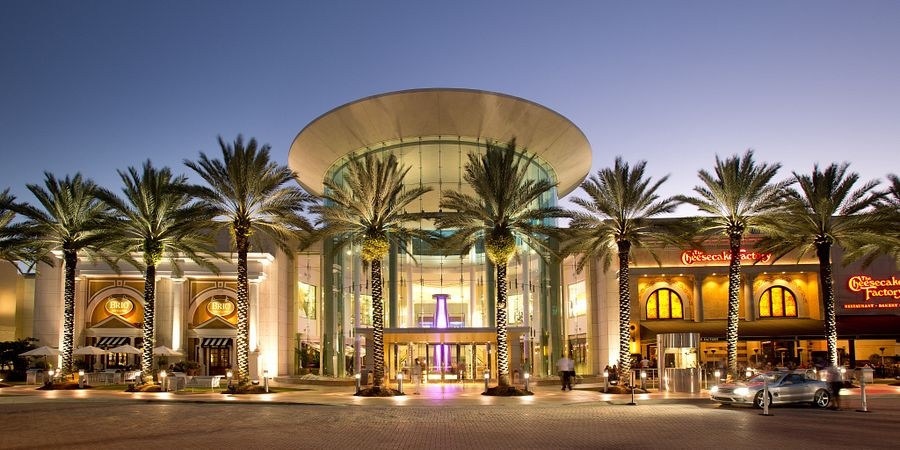 It was all shop and no drop when style expert and fashion blogger Melanie Pace visited The Mall at Millenia in Orlando.