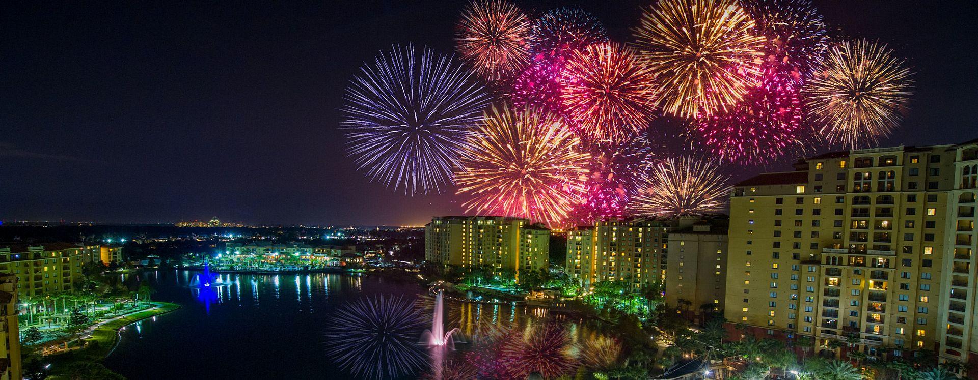 Fuegos artificiales Wyndham Grand Orlando Resort Bonnet Creek hotel noche