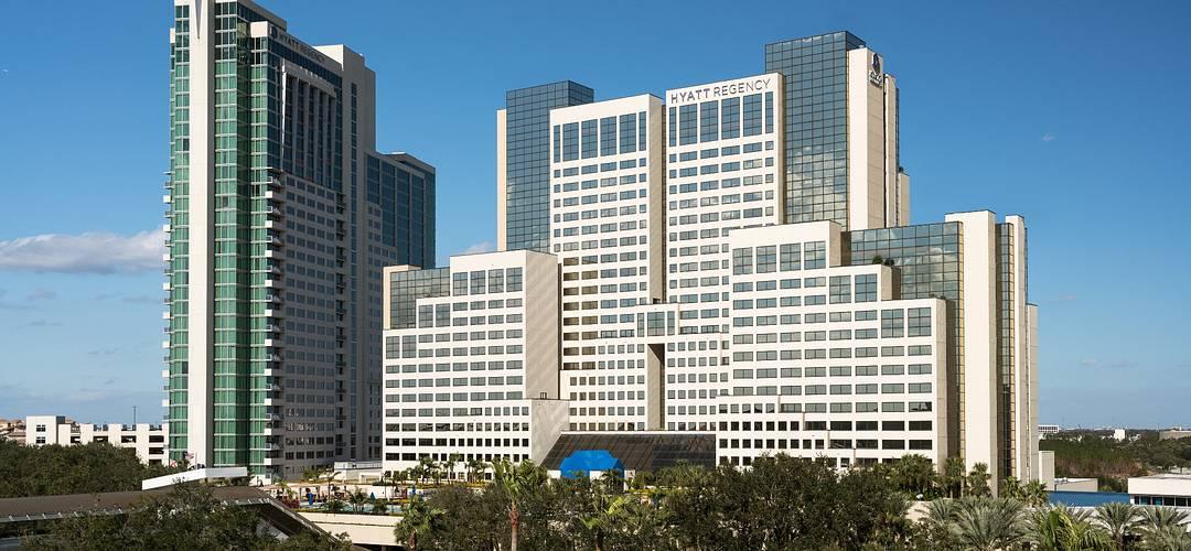 área externa do hotel Hyatt Regency Orlando durante o dia