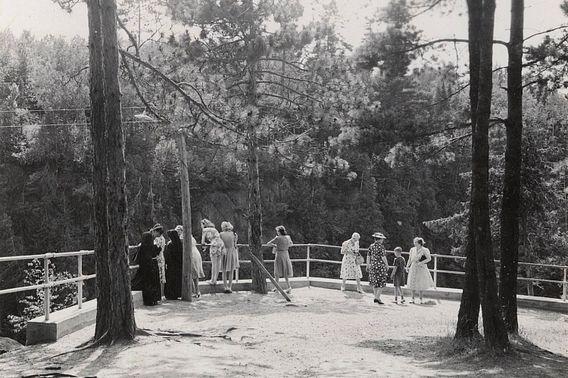 historic 1941 photo of visitors at Big Manitou Falls overlook