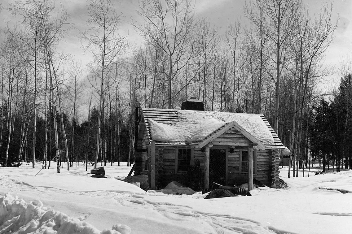 Vintage black and white photo of visitor center at Copper Falls State Park