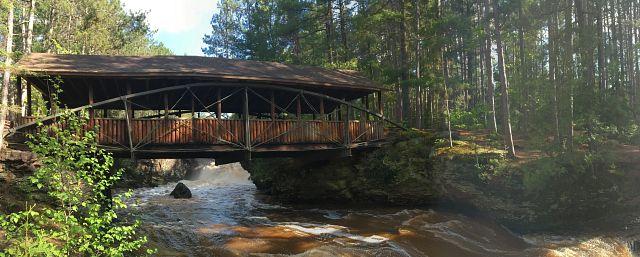 Amnicnon-Falls-covered-bridge.jpeg