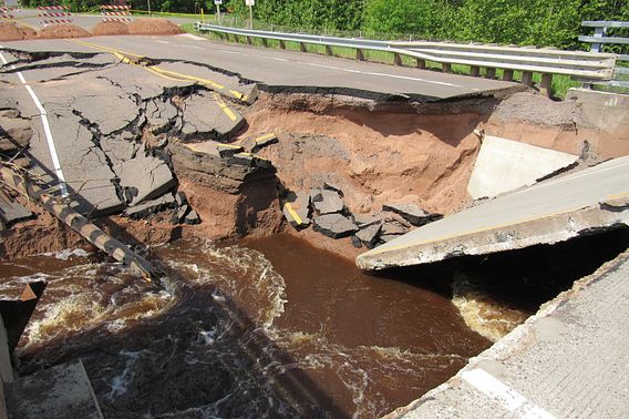 Highway 35 West bridge collapse