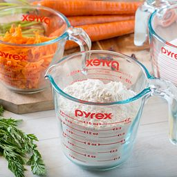 3-pc Measuring Cup Set with Flour in Cup