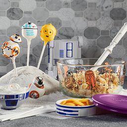 Star Wars Droid 4-cup Glass Storage on the table with cookies
