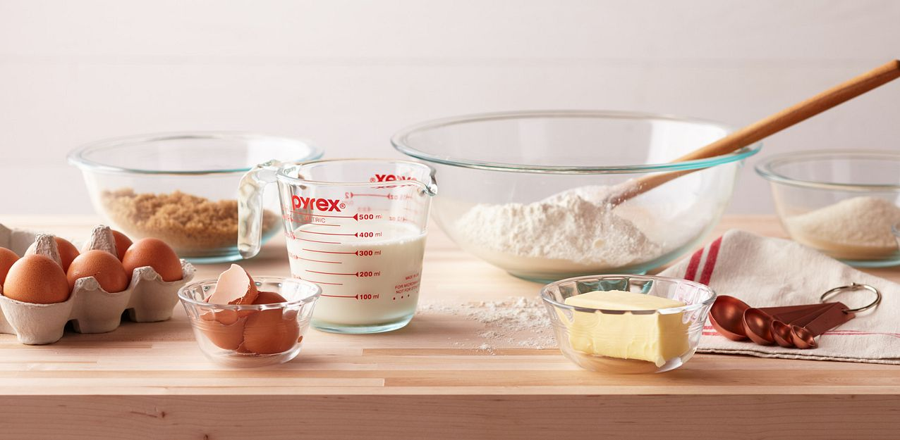 Pyrex Mixing Bowls And Measuring Cups