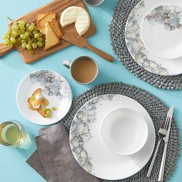 Lumos 18-piece Dinnerware Set on the table