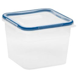 Total Solution™ 10.34 Cup Square Plastic Food Storage w / Lid on