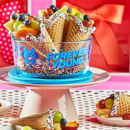 4-cup Decorated Storage: Minnie Mouse - Forever Young with ice cream cones in container on cake plate