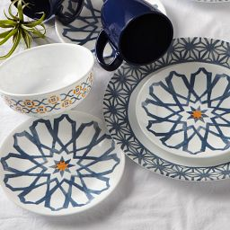 Signature Amalfi Azul 16-pc Dinnereware Set on the Table