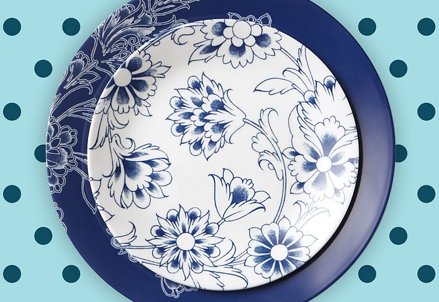 Round Indigo Blooms Corelle round dinnerware featuring blue flowers