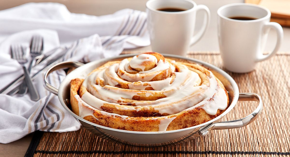 Ginormous Skillet Cinnamon Rol