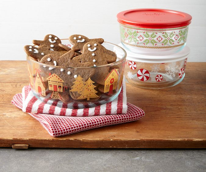 1134416_PY_Storage_Lifestyle_Uncropped-Mobile_Simply Store_GingerbreadVillage_7-Cup Storage Dish wLid_5.tif