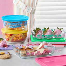 Minnie Mouse 8-pc Decorated Set with food inside