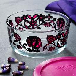 4 Cup Skull Garden Round Storage Dish with Pink Lid on the table