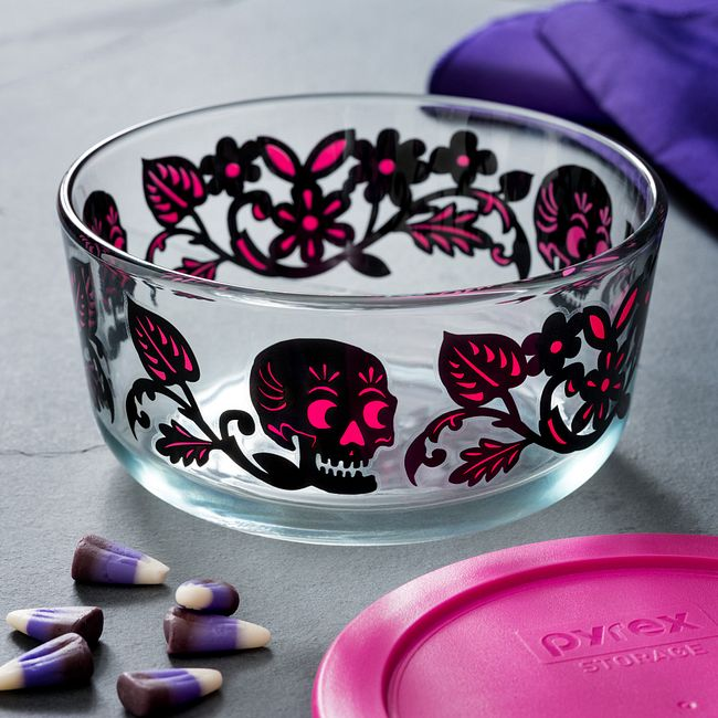 Skulls Garden 4-cup Glass Food Storage Container with Pink Lid
