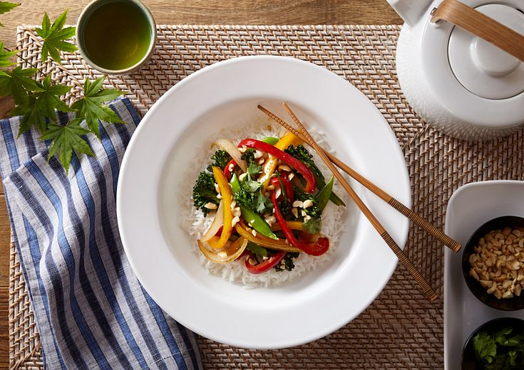 dazzling white design wide-rimmed meal bowl featuring stir fry