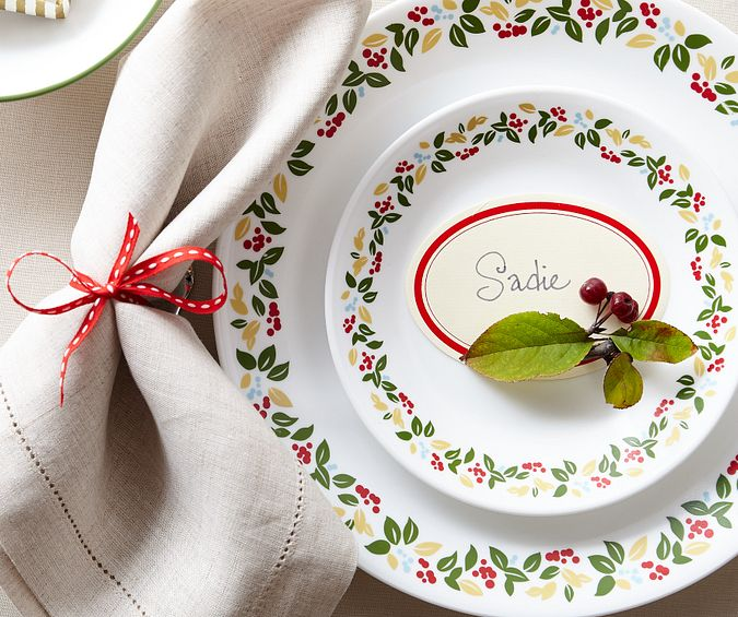 1133889_CO_Tabletop_Lifestyle_Hero-Mobile_Holiday Berries_16-Piece Set_1.tif