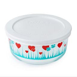 Pyrex 2 Cup Lucky in Love Storage Dish w/ Lid On