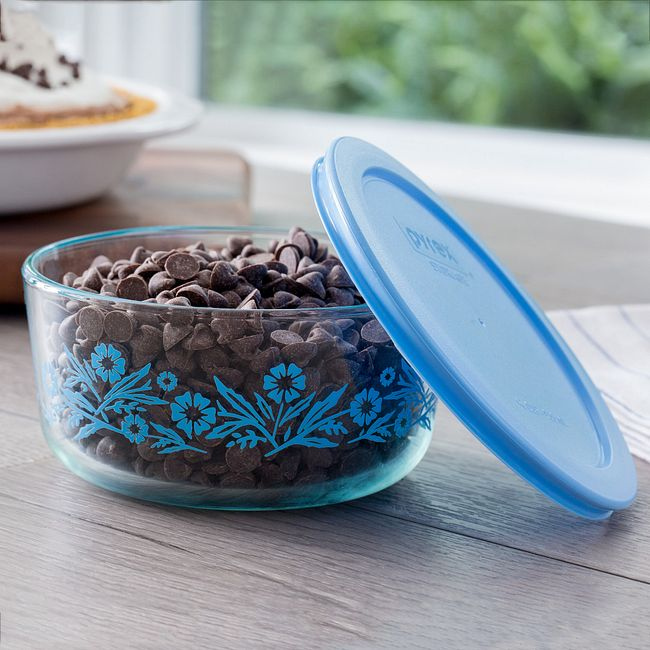 Cornflower 4-cup Glass Food Storage Container with Blue Lid