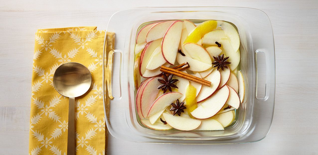 Easy Grab Baking Dish With Apples