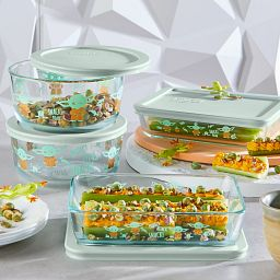 Decorated Storage 8-pc Set: Star Wars the Child with food in containers