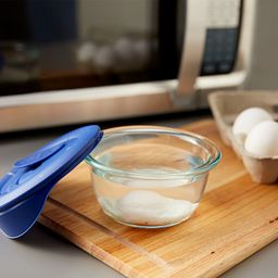 Pro 1.67 Cup Round Storage Dish w/ Egg in Bowl